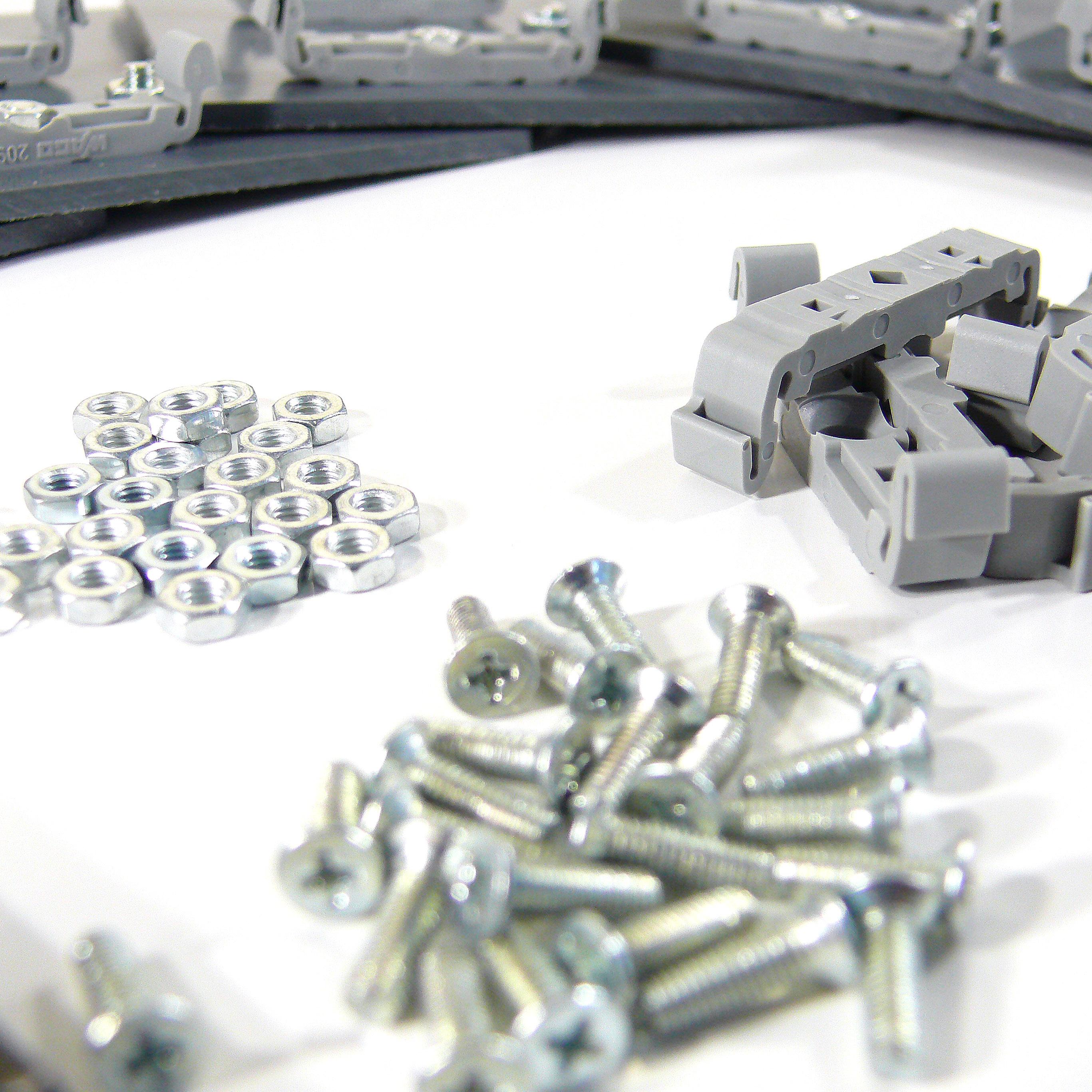Rucni kompletace malych mechanickych dilu
